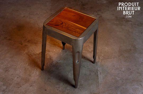 Metallhocker mit Sitzfläche aus Teakholz
