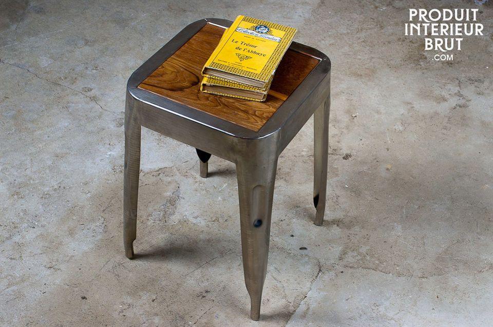 Dieser Hocker könnte auch als kleiner Tisch verwenden sein