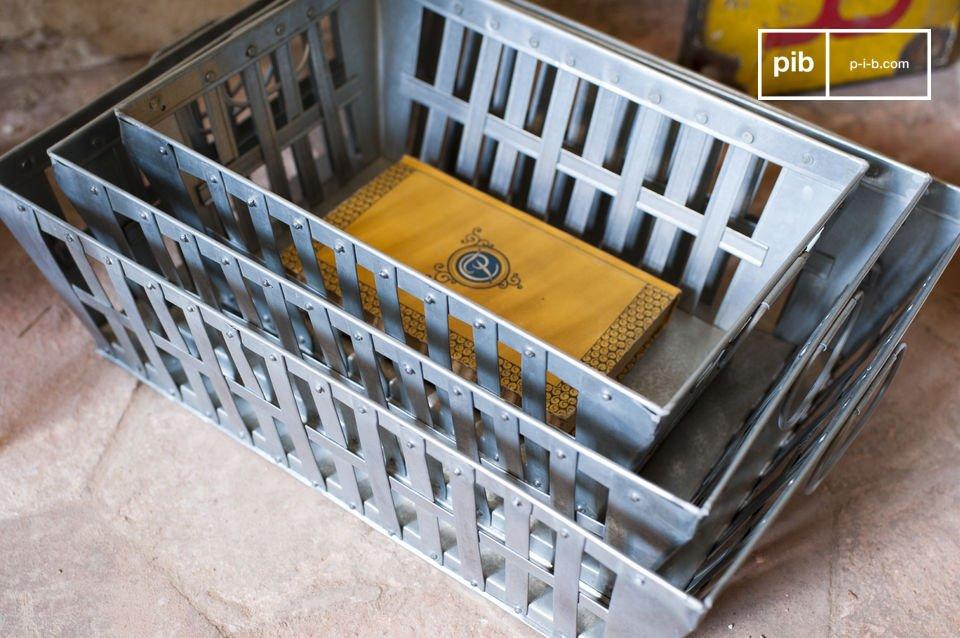 Metall-Deko und Platz zum Aufräumen