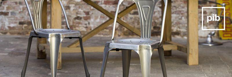 Metallstuhl bald zurück in der Sammlung