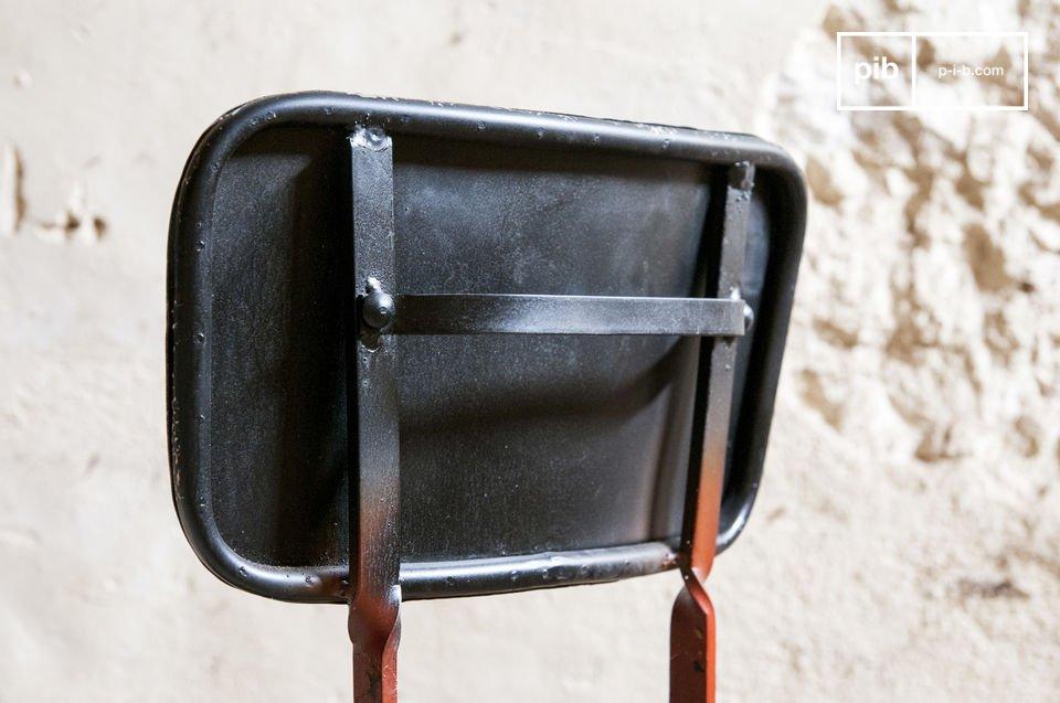 Der Stuhl Bastel besteht ganz aus Metall und weist eine schöne Kombination von Farben auf