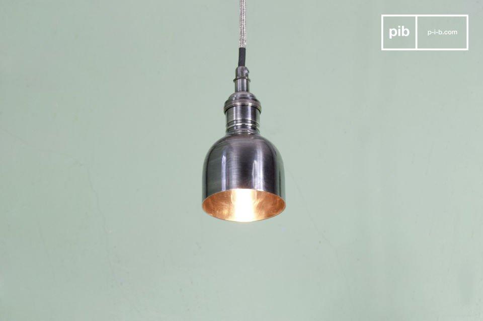 Sie werden das versilberte Finish, sowie das typisch industrielle mit Metall geflochtene Netzkabel der Leuchte schätzen wissen