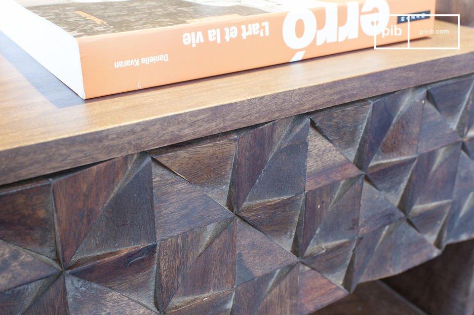 Man erblickt sofort die vielen Dreiecke aus Holz