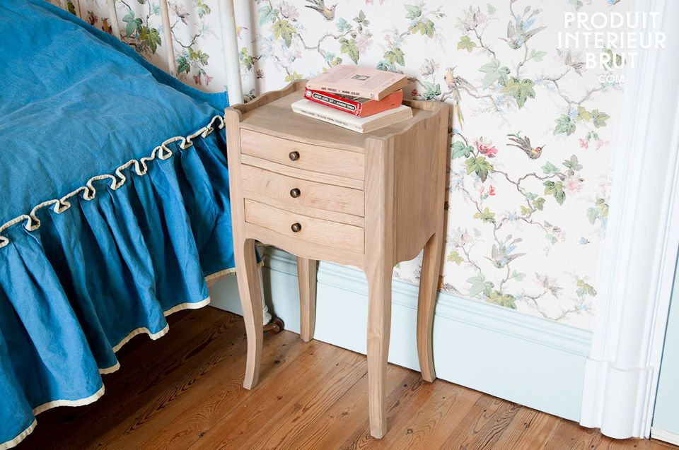 Dieser Nachttisch besteht vollständig aus massiver Eiche und verleiht jedem Schlafzimmer dank