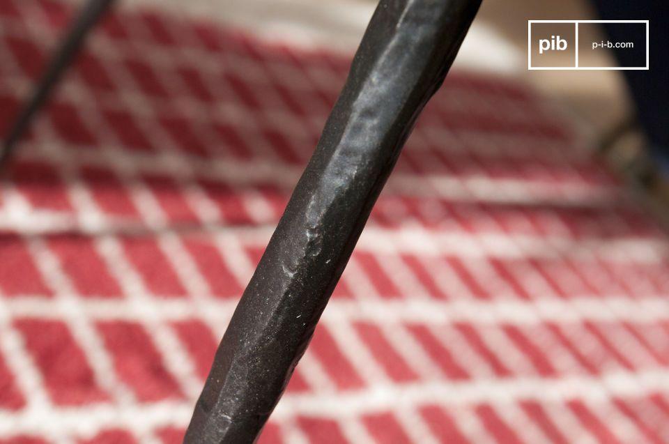Die Rundheit und die Abmessungen von Natural Luka erleichtern die Zirkulation im Raum und