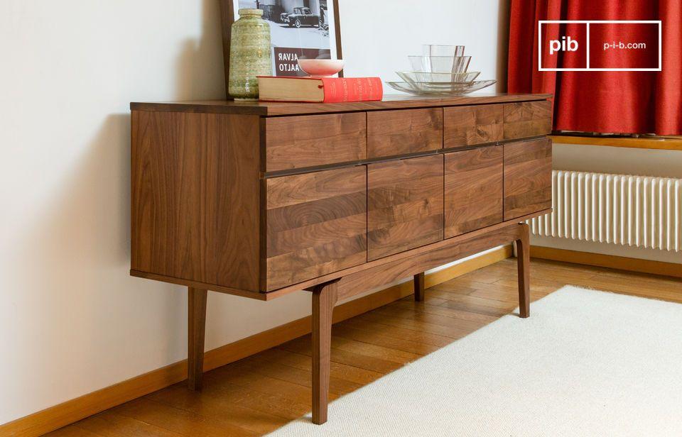 Dieser erstaunliche Art-Deco-Schrank aus Nussbaumholz wird Sie mit seinen geraden Linien