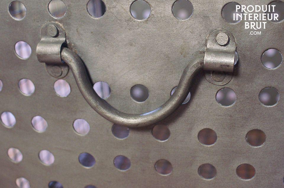 Le panier métallique grillagé est un digne représentant des accessoires reprenant les marques
