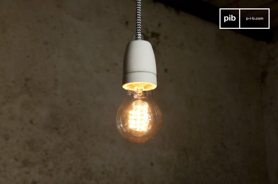 Hängen Sie die Leuchte NUD so wie sie ist an die Decke oder lassen Sie Ihrer Kreativität freien