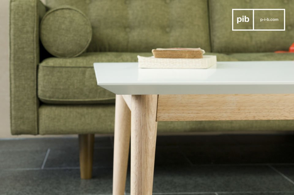 Vollständig aus Holz mit den klaren Linien der 50er Jahre