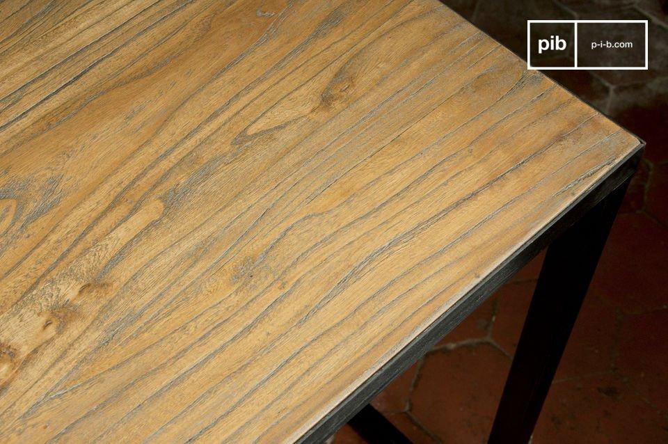 Dieser  Vintage-Tisch  ist perfekt für ein Abendessen zu viert oder um alleine zu arbeiten