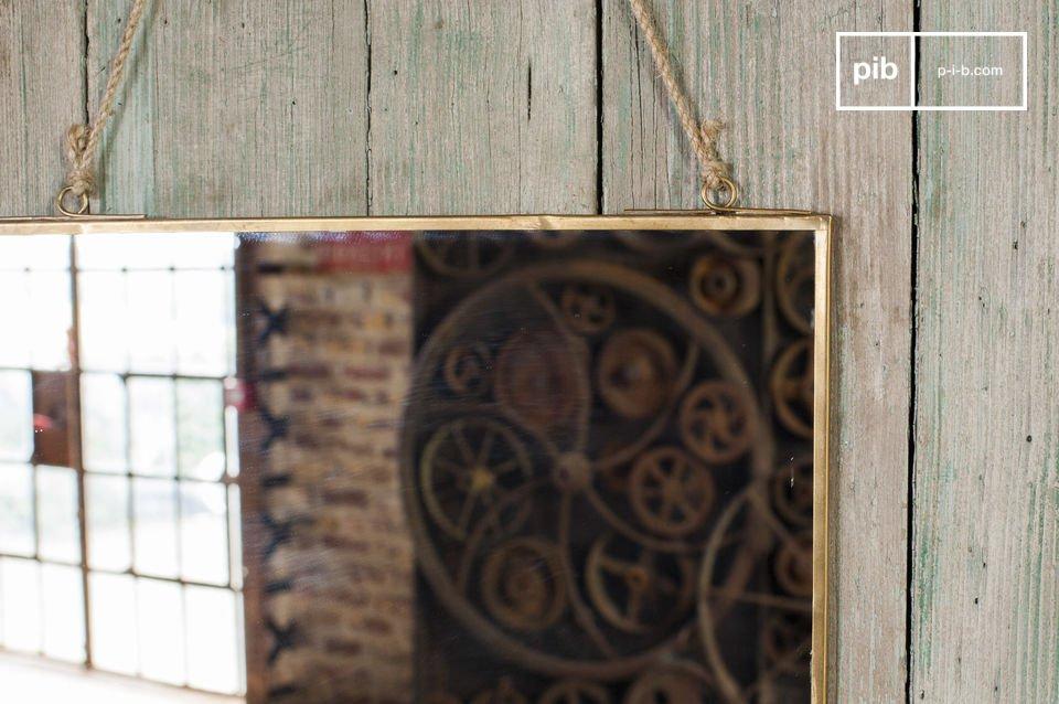 Industrieller Spiegel im schlichten vintage Design