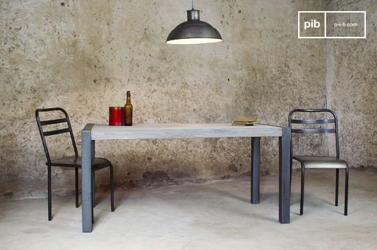 Recycelter Tisch aus Teakholz