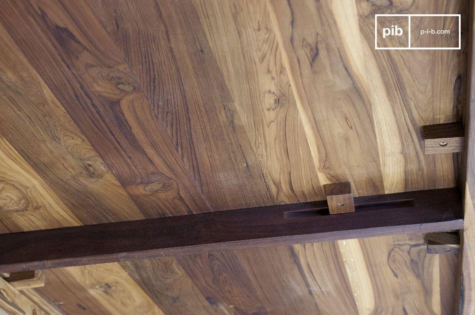 Esstisch mit grauem Stahl und edlem Holz