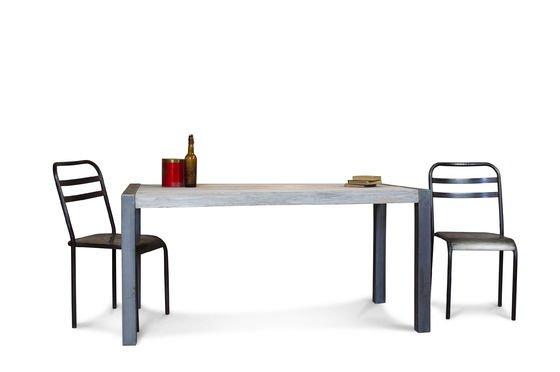 Recycelter Tisch aus Teakholz ohne jede Grenze