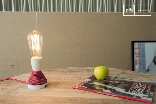 Retro-Glühbirne mit langen Glühfäden