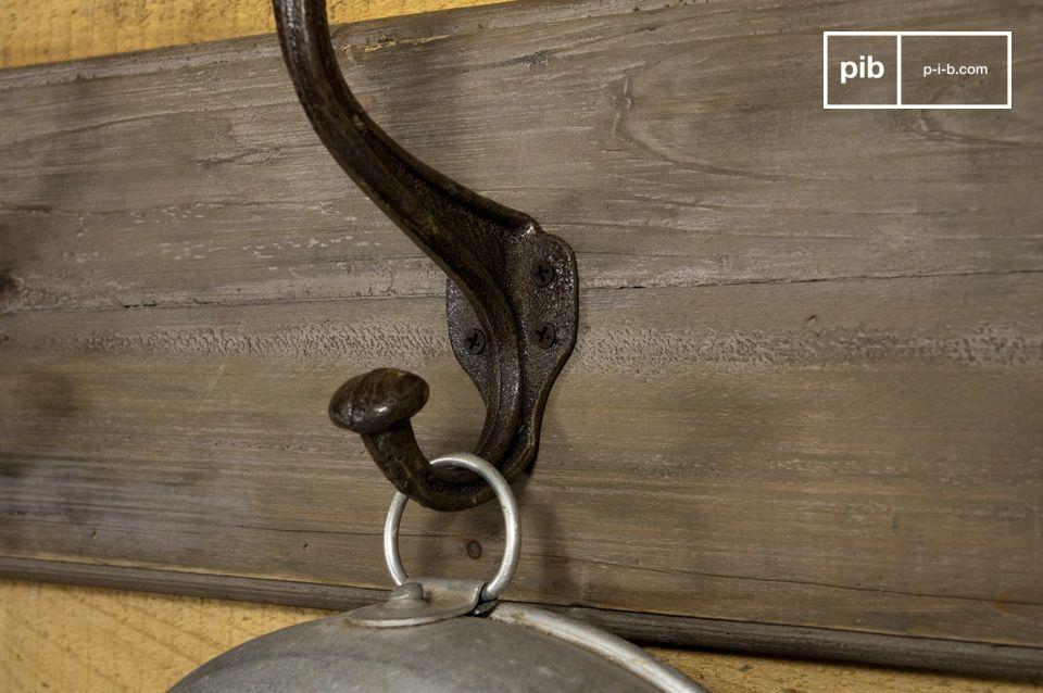 Sie wird Ihrem Eingansbereich oder Ihrem Schlafzimmer ein gewisses etwas an altem Werkstatt Style voller Charme verleihen