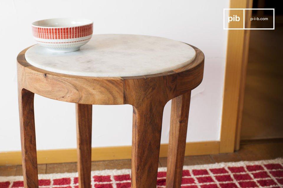 Eine Tischplatte aus Marmor und sorgfältige Formen