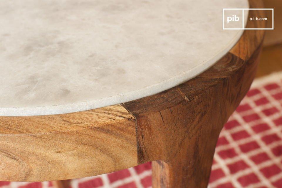 Der Beistelltisch Marmori wird Sie mit seiner raffinierten Ästhetik überzeugen