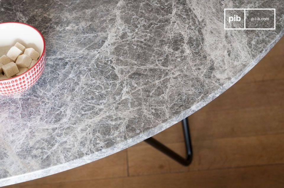 Der Grimaud-Marmortisch ist aufgrund seines grafischen und einfachen Designs