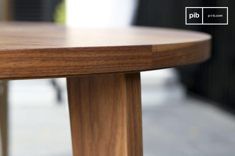 Dieser  Tisch im skandinavischen Design  hat mit seinen harmonischen und grazilen Linien den