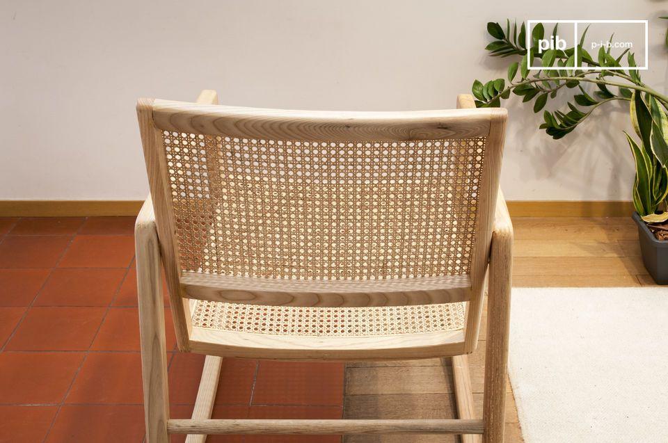 Dieser Schaukelstuhl zeichnet sich durch seinen sehr tiefen Sitz aus