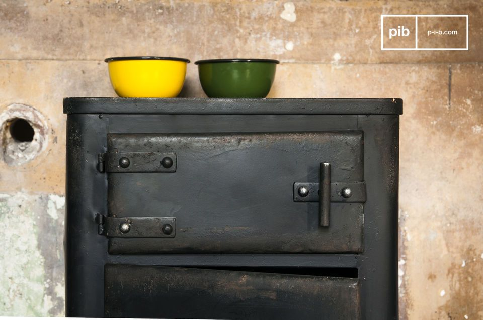Der Schrank Mox ist ein echtes industrielles Möbel, das Sie keineswegs kalt lassen wird