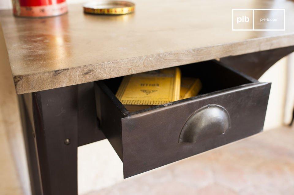 Der Schreibtisch Dabar besitzt die schönen Linien des industriellen Vintage Stils