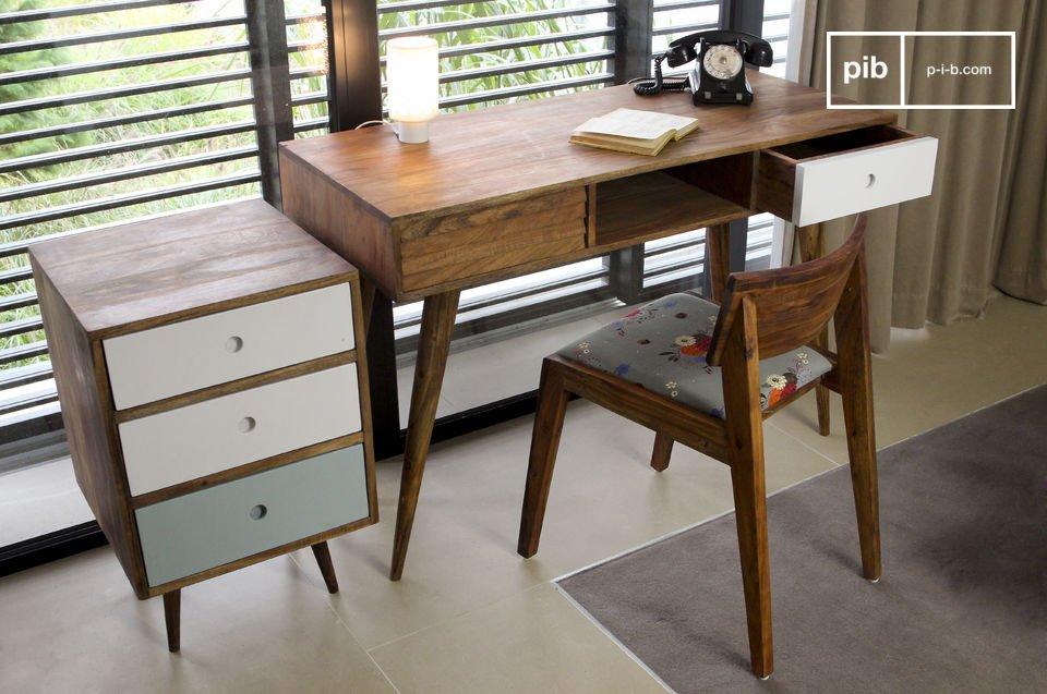 Dies ist ein eleganter Schreibtisch