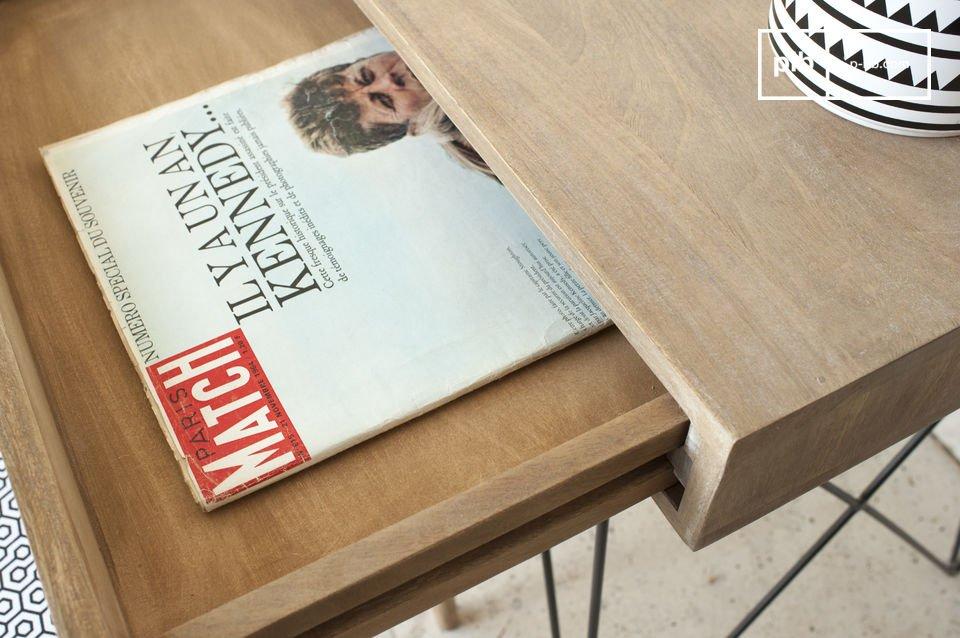 Durch sein schlichtes Design lässt sich der Schreibtisch Zürich ganz leicht in die