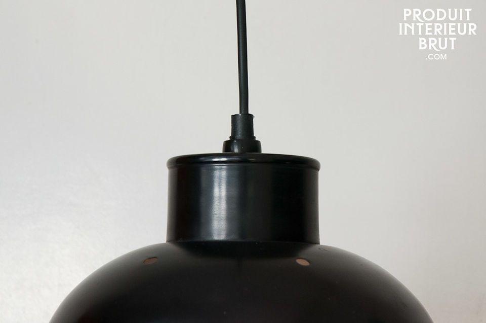 Metall-Hängeleuchte mit rauem inneren Metallfinish