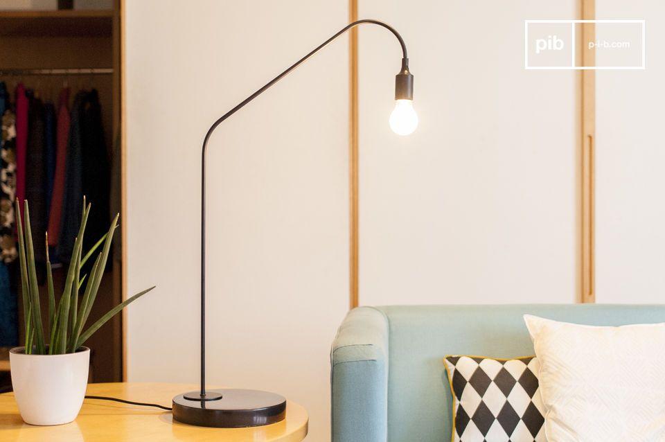 Die minimalistische Veredelung von schwarzem Marmor und Messing