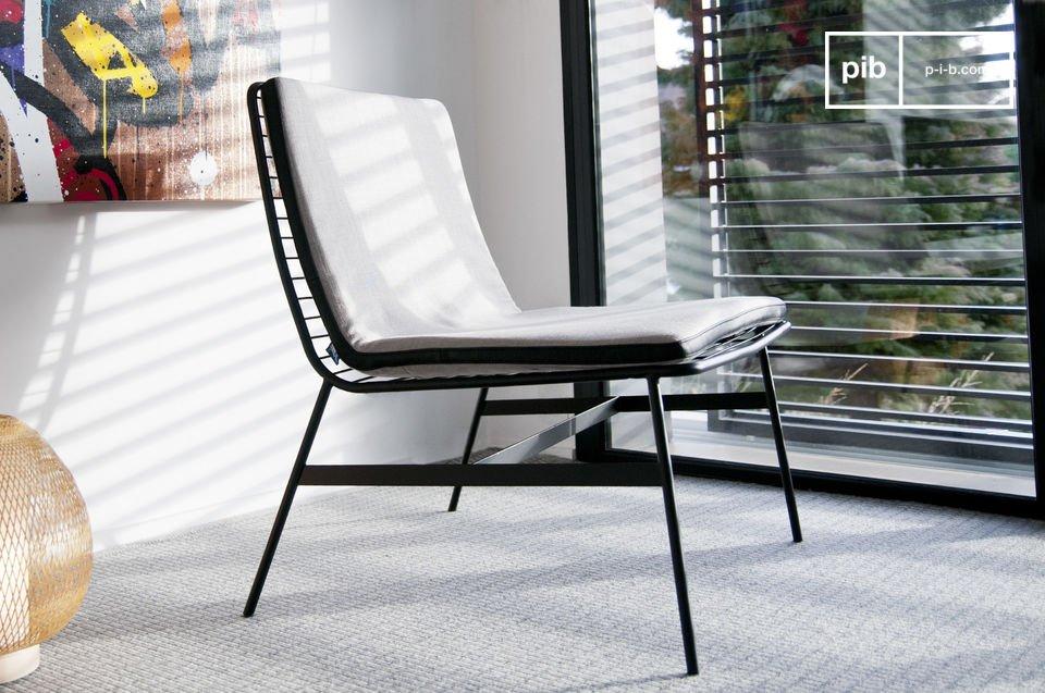 Mit einem sehr aktuellen Design, das an einige Sessel der 60er Jahre erinnert, ist der Sessel Aston besonders ästhetisch, egal ob Sie ihn von vorn oder hinten betrachten