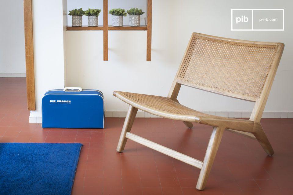 Ein skandinavischer Sessel mit Naturgeist aus Rohrholz und massiver Eiche.