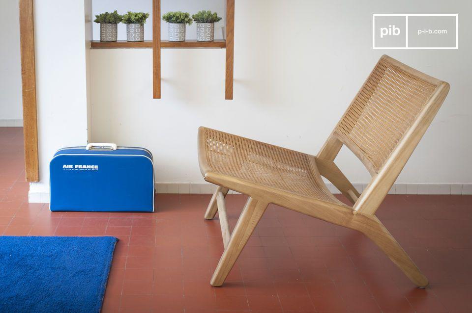Der Sessel Thisted kombiniert eine 100% massive Eichenstruktur mit geometrischem Geflecht und