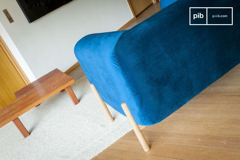 Sein retro Touch ist von den skandinavischen vintage Möbeln inspiriert