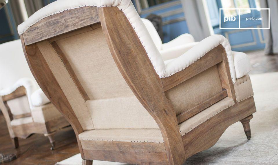 Mit seinem Leinen Stoff und seiner dichten Schaumstofffüllung hat der Sessel im retro Stil alles