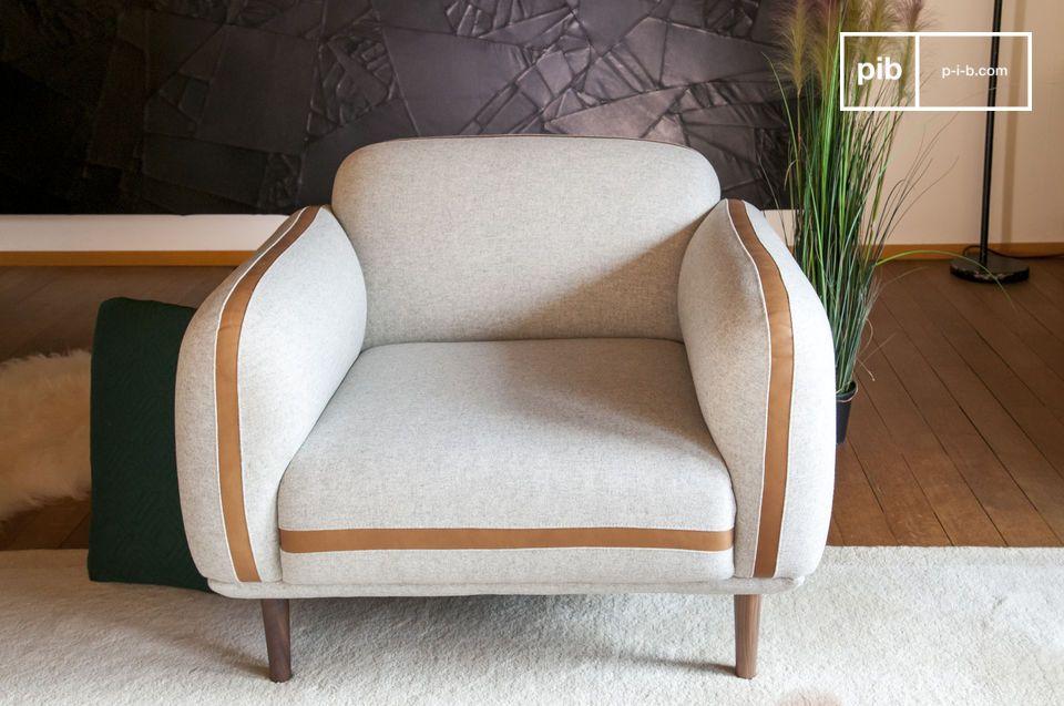 Dieses besondere Detail verleiht dem Möbel ein einladendes und weiches Aussehen