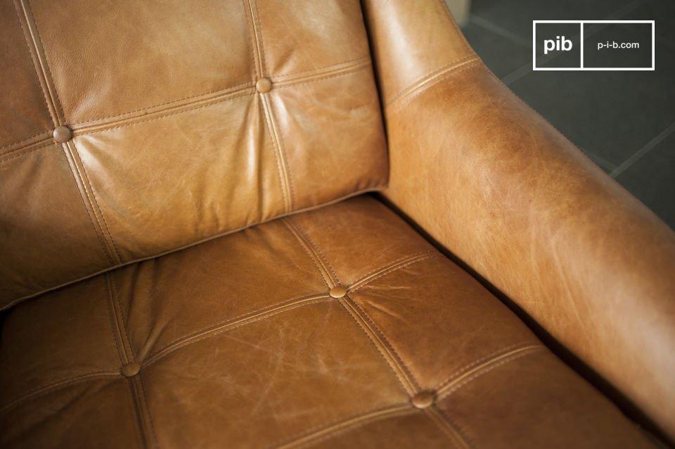Der Rest des Sessels besteht ganz aus vollnarbigem Leder und besitzt eine schöne Cognac-Farbe