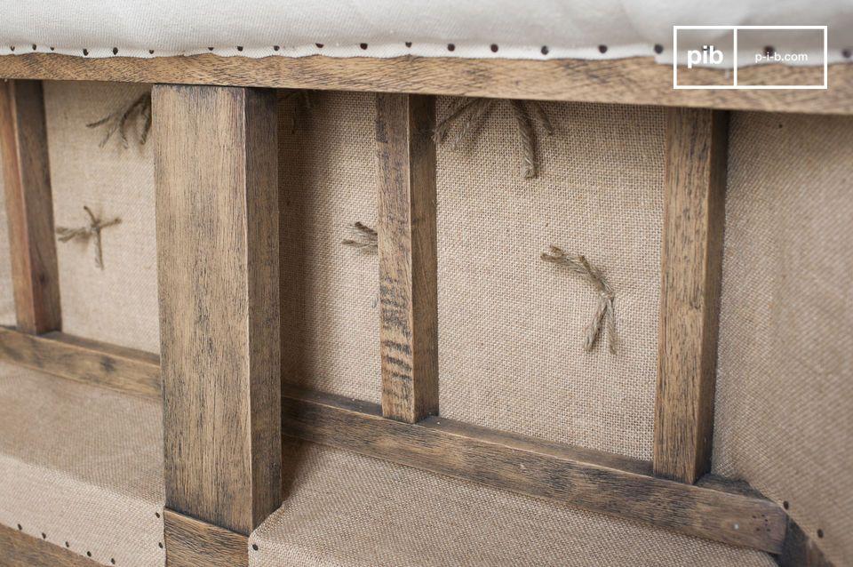 Der Sessel Chesterfield Montaigu weist einen unkonventionellen retro Stil auf