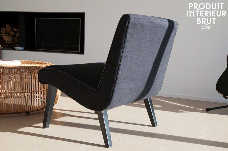 Kurvig und von den 50er Jahren inspiriert wird dieser Sessel mit einem breiten und bequemen Sitz auf