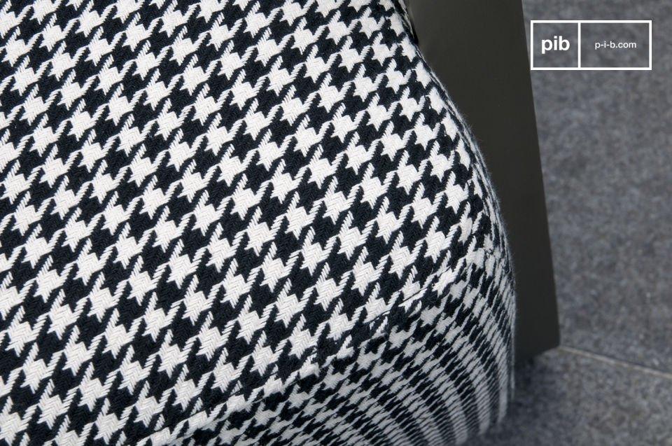 Für Ihren Komfort haben die Armlehnen kleine Lederkissen, mit größter Sorgfalt gefertigt