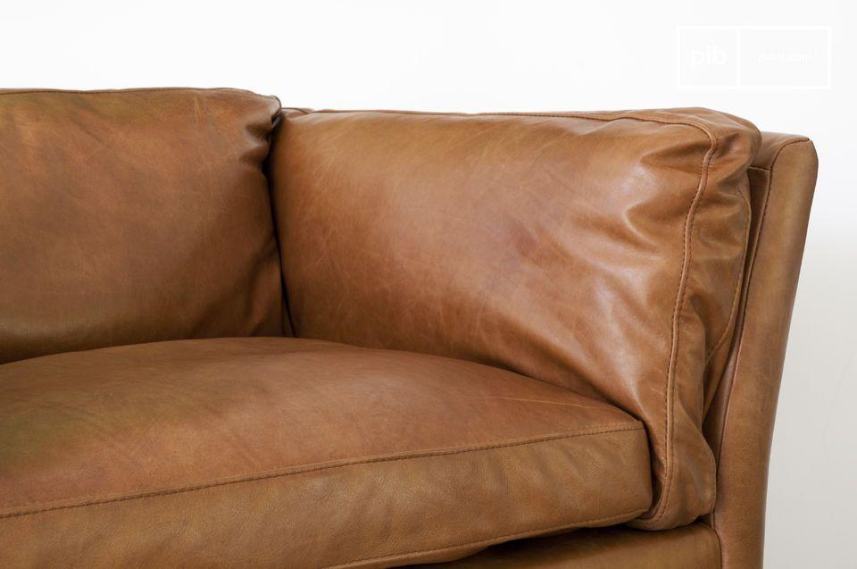 Er passt ausgezeichnet zum gleichnamigen Sofa