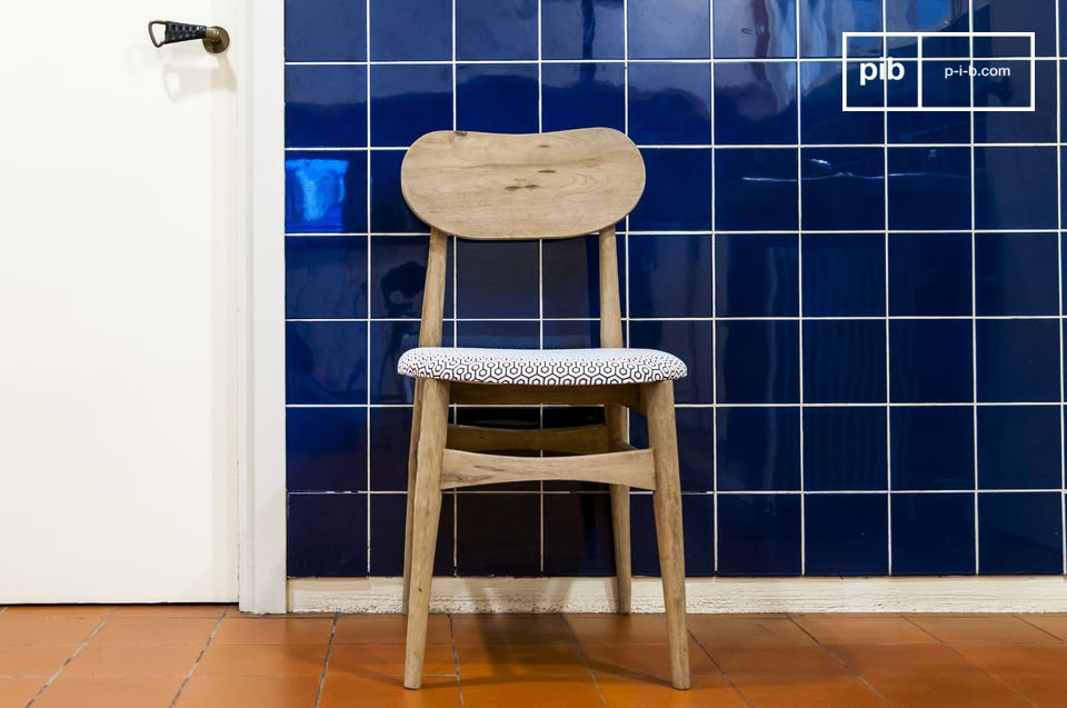 Rundungen und Charme eines patinierten vintage Stuhles