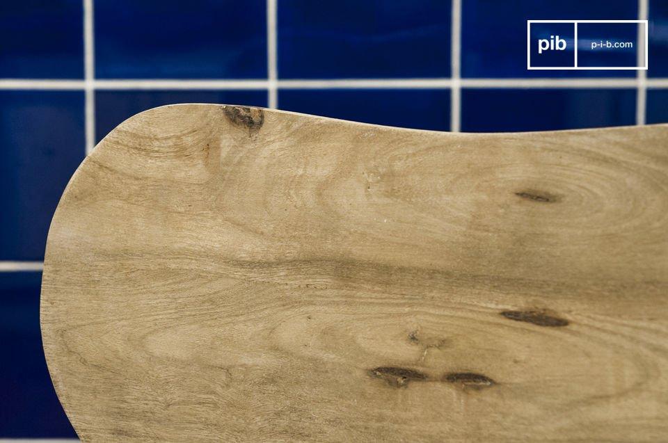Vollkommen aus Massivholz hergestellt besitzt der Stuhl Jotün eine große Stabilität