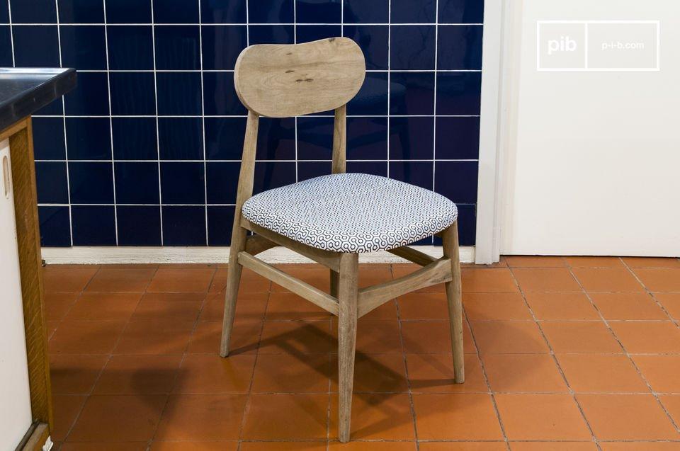 Diese machen den Stuhl zu einer perfekten Sitzgelegenheit für lange Sitzzeiten um einen Ess- oder