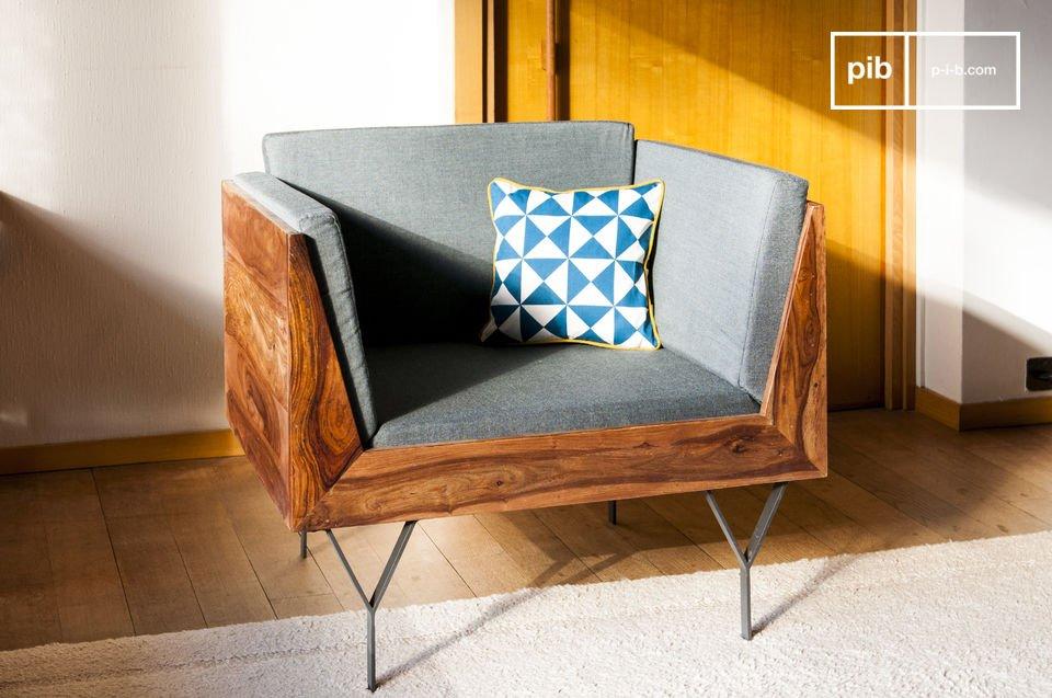 Die Struktur des Sessels besteht aus lackiertem, massivem Sheeshamholz (Rosenholz)