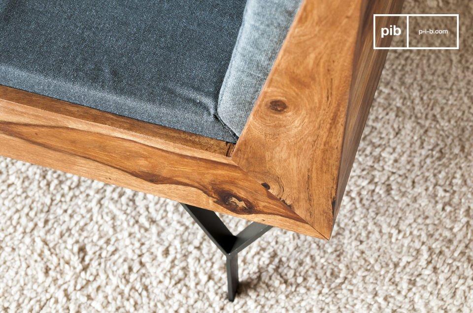 Ein kompakter und eleganter Sessel