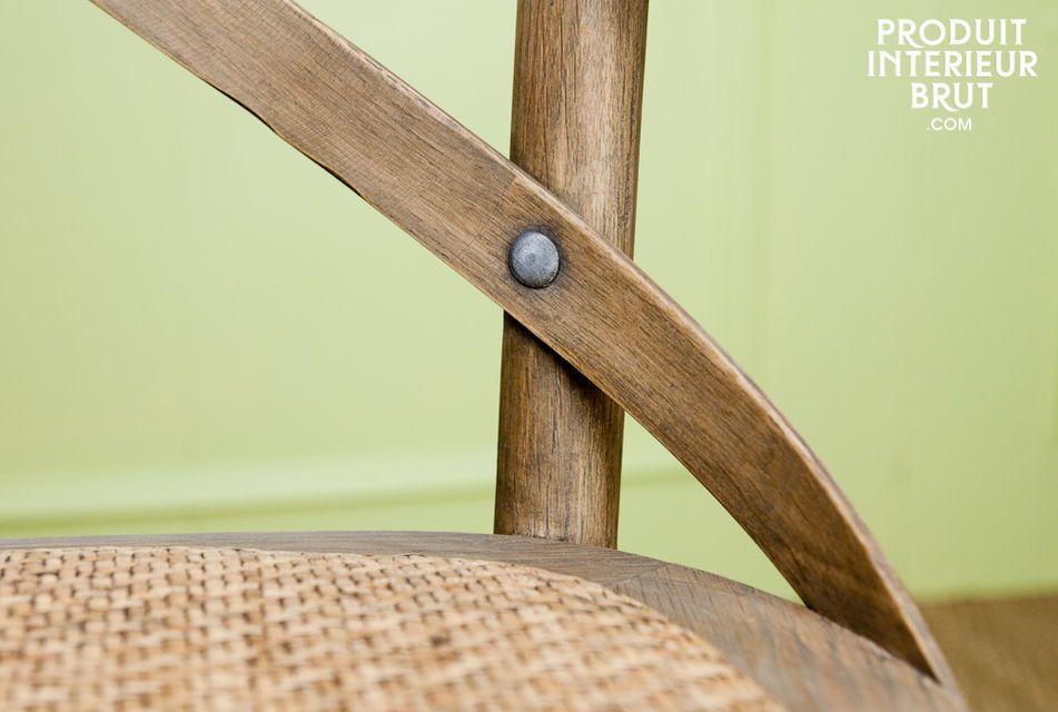 Ein Sessel aus Eichenholz im Retro Style