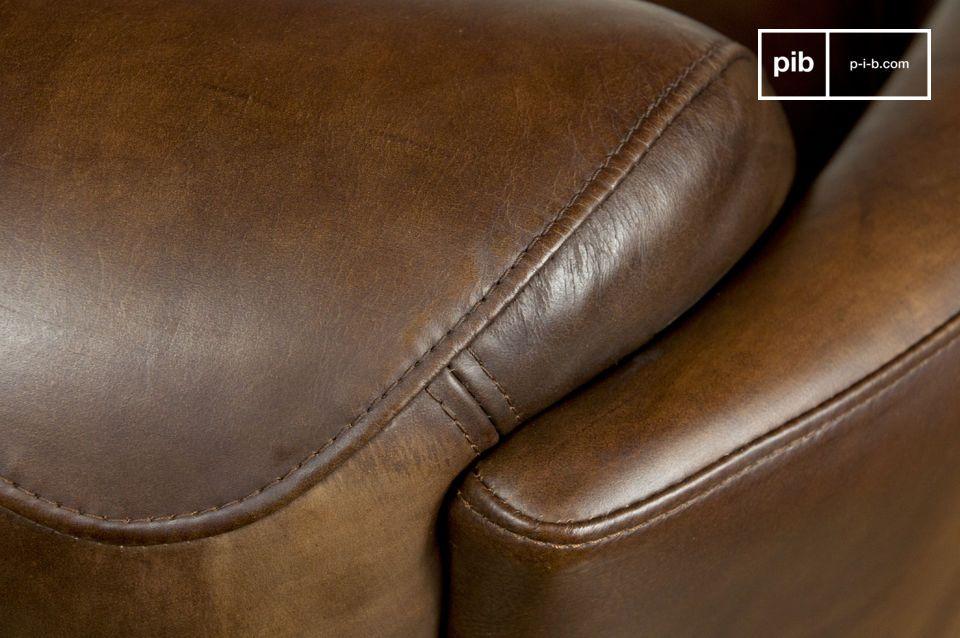 Dieser auf einen soliden Buchenholzrost gespannte Sessel verfügt über eine tiefe Sitzfläche