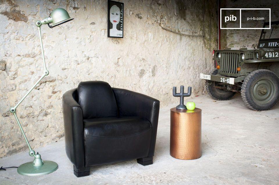 Ein hochwertiger Sessel im Fliegerstil aus 100% Vollnarbenleder